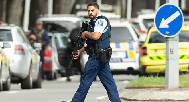 Xuất hiện clip vụ xả súng ở New Zealand khiến 49 người chết: Nghi phạm vừa nã đạn, vừa livestream - Ảnh 7.