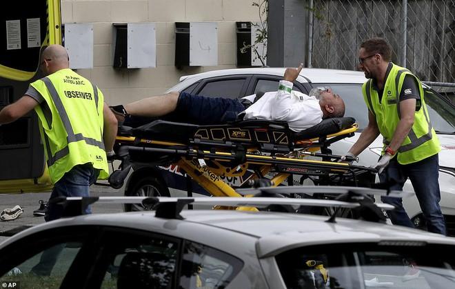 Xuất hiện clip vụ xả súng ở New Zealand khiến 49 người chết: Nghi phạm vừa nã đạn, vừa livestream - Ảnh 8.