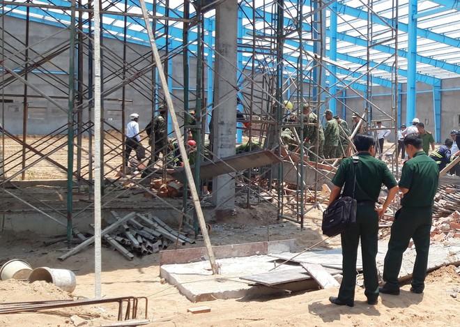 Khởi tố vụ án sập bức tường công trình xây dựng khiến 6 người tử vong ở Vĩnh Long - Ảnh 2.