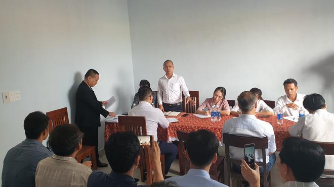 Vụ người dân bao vây đòi sổ đỏ ở Đà Nẵng: Đối thoại căng thẳng dẫn đến xô xát - Ảnh 3.