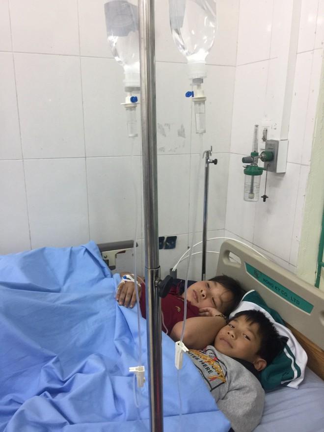 Hàng chục học sinh ở Thái Nguyên nhập viện cấp cứu sau khi uống sữa do nhà trường phát - Ảnh 2.