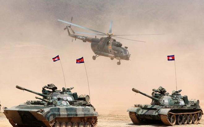 """Campuchia tung xe tăng """"tối tân"""" tập trận lớn nhất trong lịch sử với Trung Quốc"""