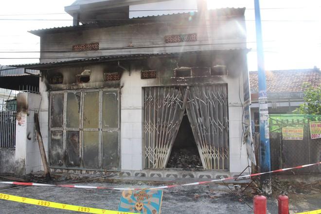 Cận cảnh hiện trường vụ hỏa hoạn khiến 3 người chết cháy ở Bà Rịa - Vũng Tàu - Ảnh 1.