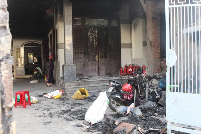 Cận cảnh hiện trường vụ hỏa hoạn khiến 3 người chết cháy ở Bà Rịa - Vũng Tàu - Ảnh 12.