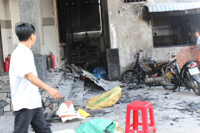Cận cảnh hiện trường vụ hỏa hoạn khiến 3 người chết cháy ở Bà Rịa - Vũng Tàu - Ảnh 11.