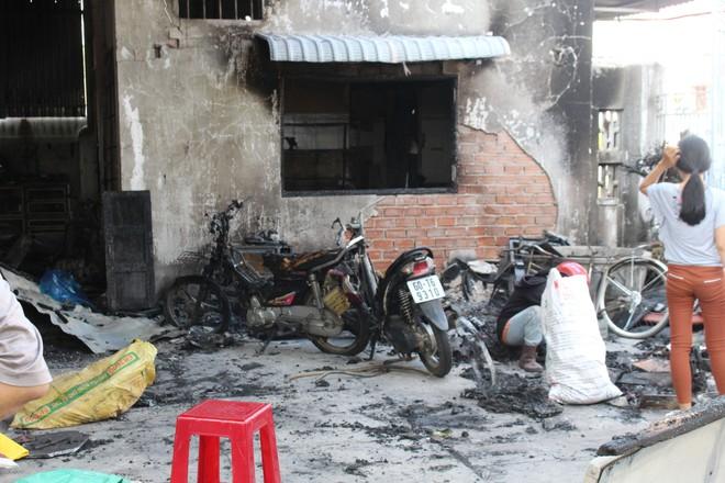 Cận cảnh hiện trường vụ hỏa hoạn khiến 3 người chết cháy ở Bà Rịa - Vũng Tàu - Ảnh 9.