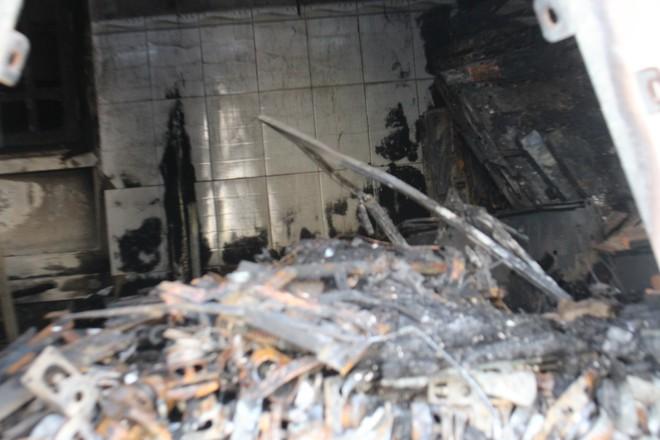 Cận cảnh hiện trường vụ hỏa hoạn khiến 3 người chết cháy ở Bà Rịa - Vũng Tàu - Ảnh 5.