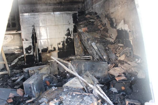 Cận cảnh hiện trường vụ hỏa hoạn khiến 3 người chết cháy ở Bà Rịa - Vũng Tàu - Ảnh 6.