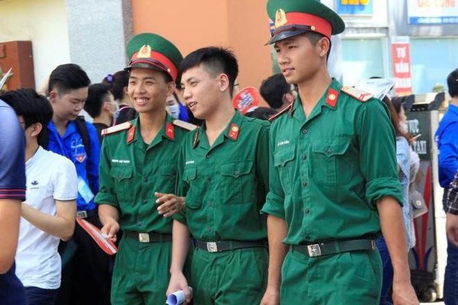 Trường quân đội không tuyển thí sinh có hình xăm - Ảnh 2.