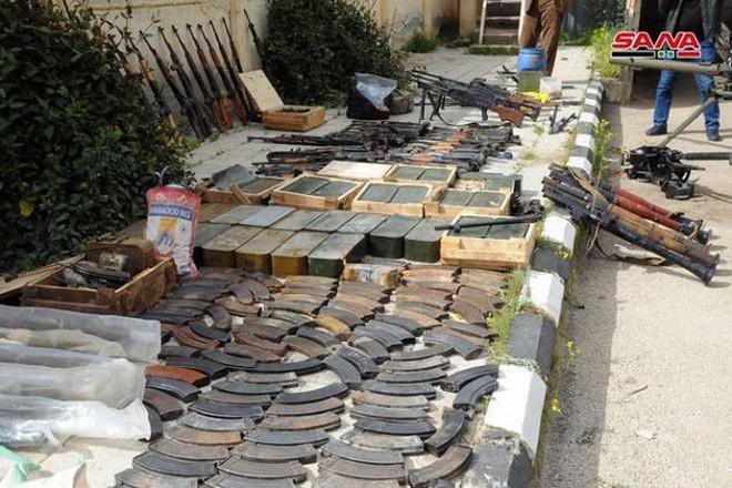 """Quân đội Syria tiếp tục thu hoạch vũ khí trang bị của """"quân nổi dậy"""" ở Daraa - Ảnh 7."""