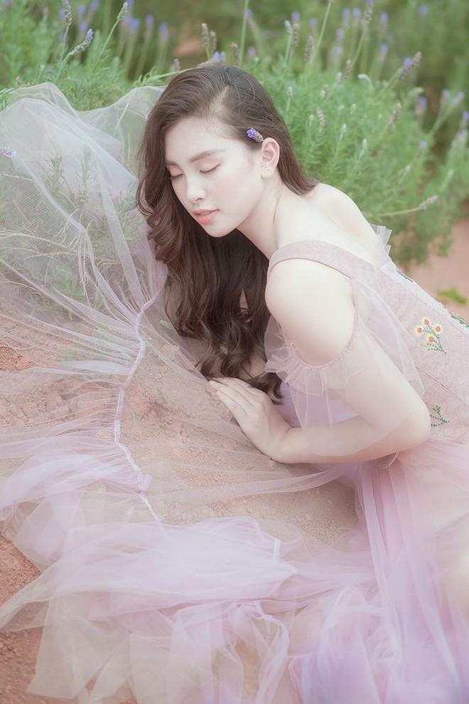 Ngất ngây với vẻ ngọt ngào của Hoa hậu Tiểu Vy sau nửa năm đăng quang - Ảnh 8.
