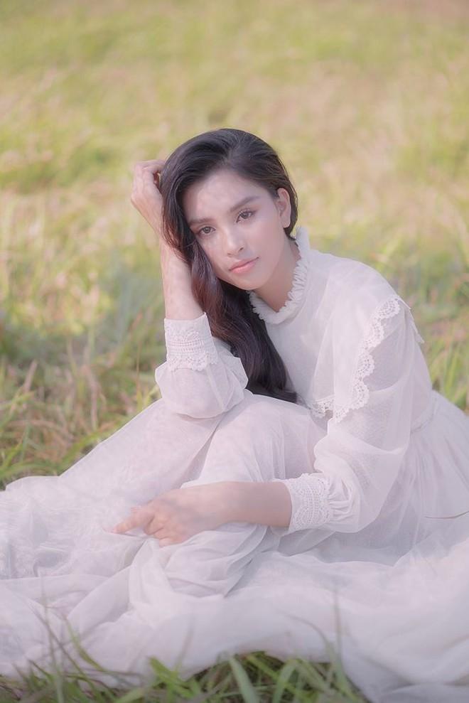 Ngất ngây với vẻ ngọt ngào của Hoa hậu Tiểu Vy sau nửa năm đăng quang - Ảnh 10.