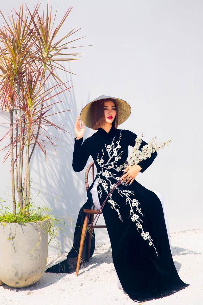Kim Tuyến quyến rũ, xinh đẹp khi diện áo dài cách tân - Ảnh 11.