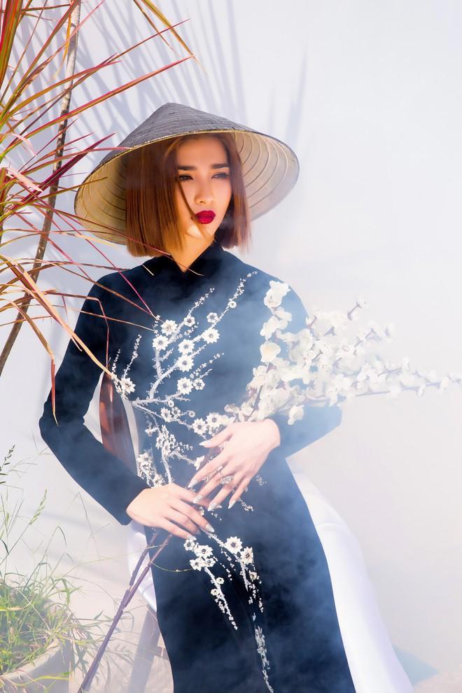 Kim Tuyến quyến rũ, xinh đẹp khi diện áo dài cách tân - Ảnh 10.