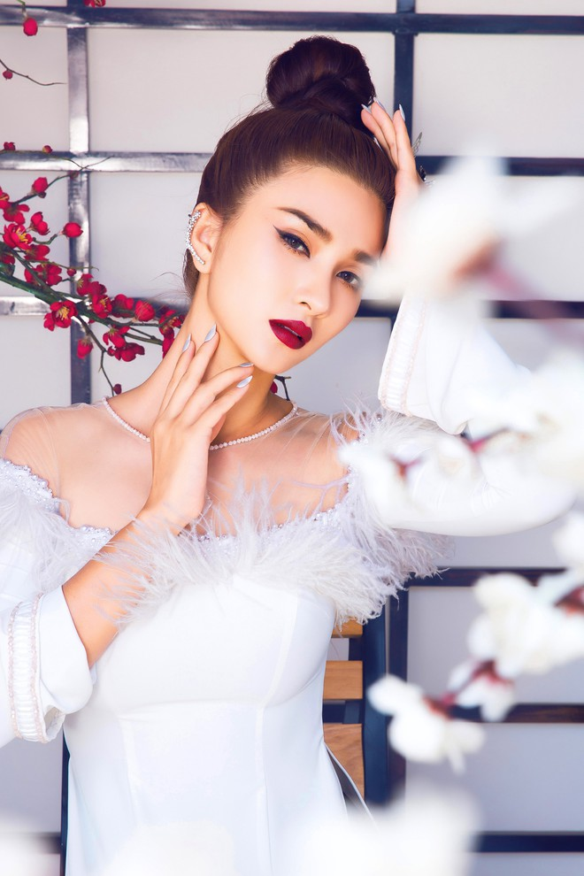 Kim Tuyến quyến rũ, xinh đẹp khi diện áo dài cách tân - Ảnh 7.