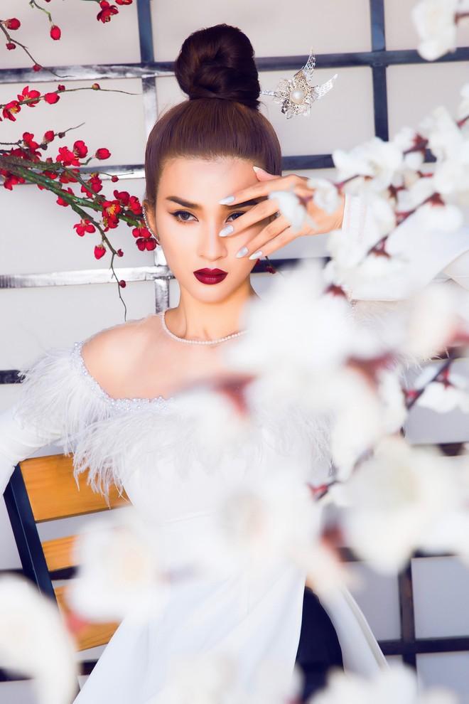 Kim Tuyến quyến rũ, xinh đẹp khi diện áo dài cách tân - Ảnh 6.