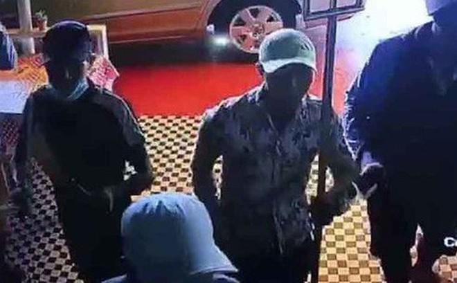 Nhóm giang hồ đập phá quán cà phê, truy sát nhân viên vì không đóng tiền bảo kê ở Sài Gòn