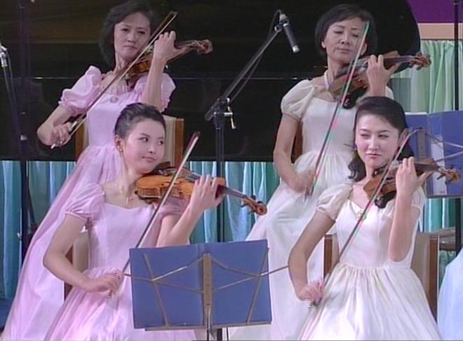 Ban nhạc nữ nổi tiếng nhất Triều Tiên xinh đẹp và quyền lực cỡ nào? - Ảnh 11.