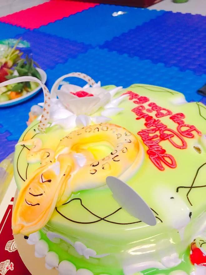 Khoe bánh sinh nhật của em trai 5 tuổi, cô gái nhận ngay kết luận cậu ta là... con giáp thứ 13 - Ảnh 9.