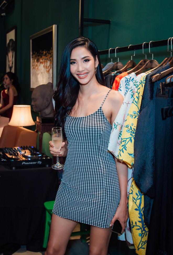 Hoa hậu Mai Phương Thúy và Ngân Anh trở thành tâm điểm sự kiện - Ảnh 8.