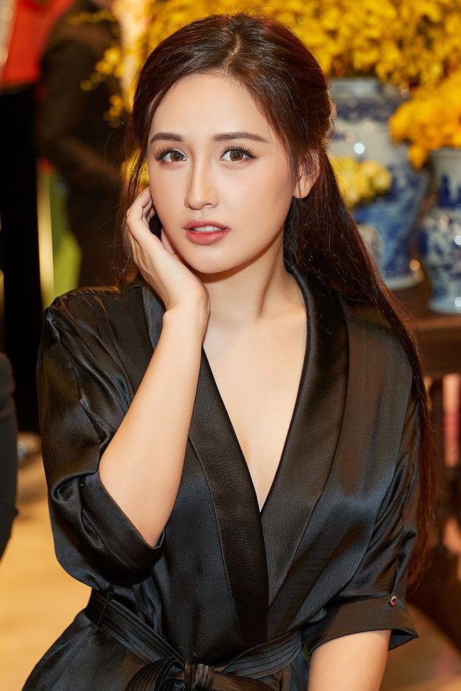 Hoa hậu Mai Phương Thúy và Ngân Anh trở thành tâm điểm sự kiện - Ảnh 4.