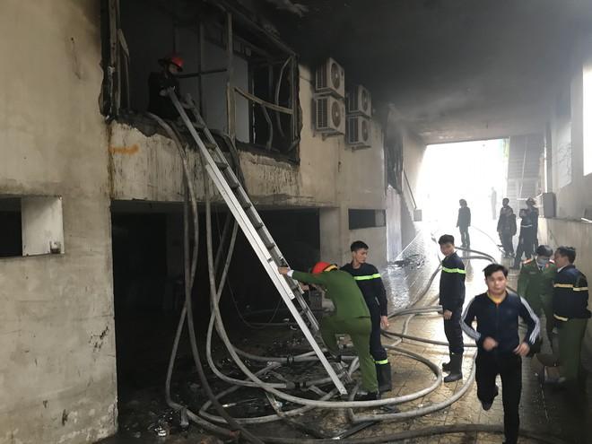 Cháy khách sạn Avatar 8 tầng: Nữ nhân viên giặt là bị ngạt khói tử vong trong phòng tắm - Ảnh 3.