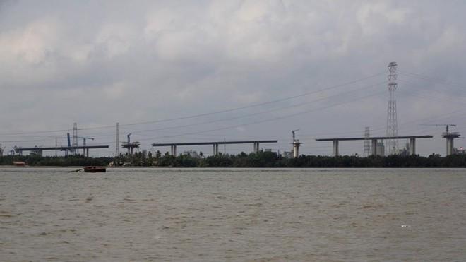 Ảnh: Cầu dây văng tĩnh không cao nhất Việt Nam trên cao tốc Bến Lức - Long Thành - Ảnh 1.