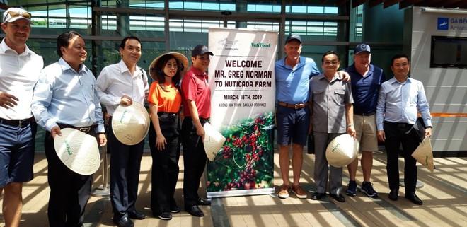 Golf thủ huyền thoại Greg Norman thăm vùng cà phê CADA tỉnh Đắk Lắk - Ảnh 1.