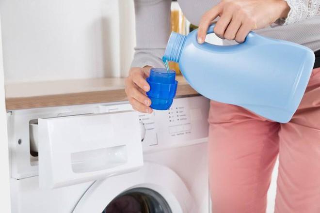 Áp dụng 6 mẹo sau, dù trời nồm ẩm đến đâu thì quần áo vẫn nhanh khô và thơm tho như thường - Ảnh 3.