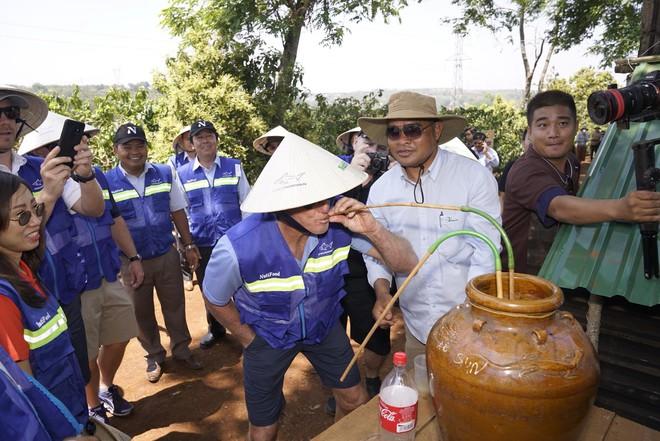 Golf thủ huyền thoại Greg Norman thăm vùng cà phê CADA tỉnh Đắk Lắk - Ảnh 3.