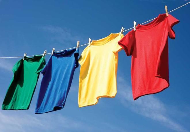 Áp dụng 6 mẹo sau, dù trời nồm ẩm đến đâu thì quần áo vẫn nhanh khô và thơm tho như thường - Ảnh 5.