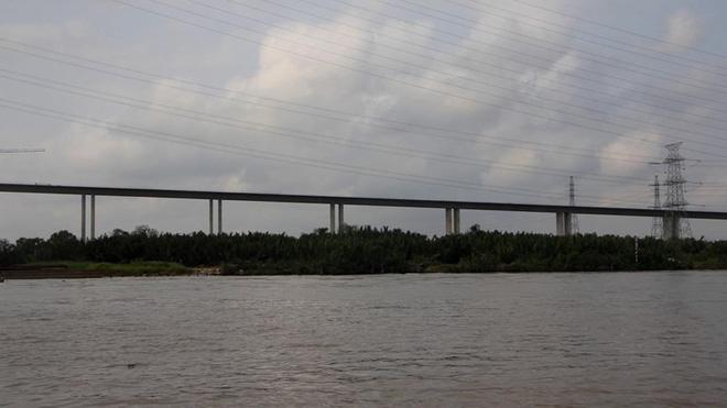 Ảnh: Cầu dây văng tĩnh không cao nhất Việt Nam trên cao tốc Bến Lức - Long Thành - Ảnh 6.