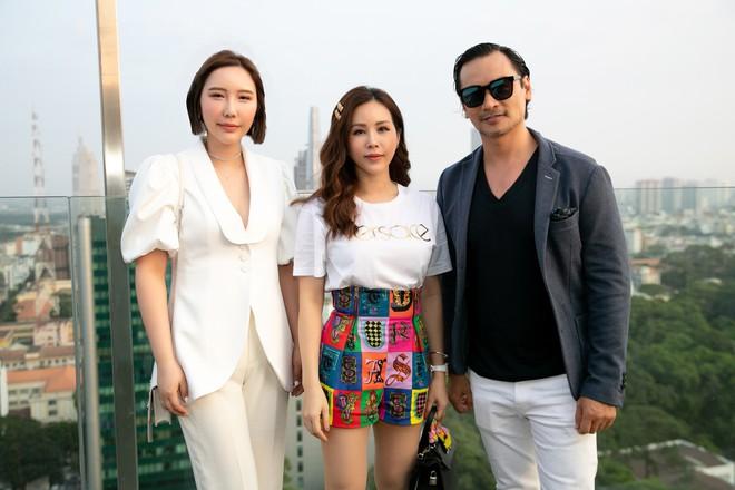 Hoa hậu Thu Hoài mặc toàn đồ hiệu, tự tin tạo dáng cùng nghệ sĩ Hàn - Ảnh 6.