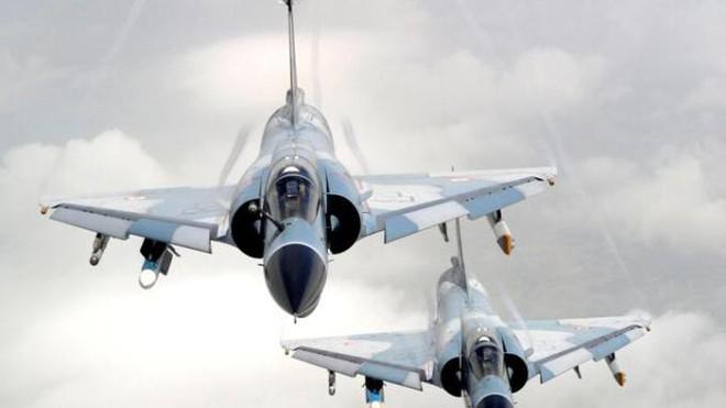 MiG-21, Su-30 MKI, Mirage 2000 Ấn Độ truy đuổi F-16 Pakistan: Trận không chiến kinh điển! - Ảnh 3.