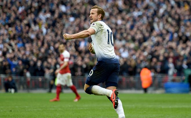 """Trọng tài """"tặng"""" Tottenham bàn thắng, Man United cười thầm trước Arsenal"""
