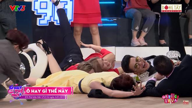 MC Lại Văn Sâm lần đầu té sấp mặt trên sóng truyền hình - Ảnh 3.