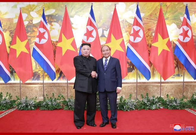 Tiệc chiêu đãi Chủ tịch Kim Jong-un tại Hà Nội qua ống kính phóng viên Triều Tiên - Ảnh 1.