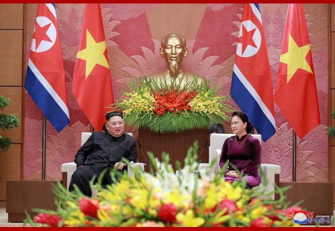 Tiệc chiêu đãi Chủ tịch Kim Jong-un tại Hà Nội qua ống kính phóng viên Triều Tiên - Ảnh 5.