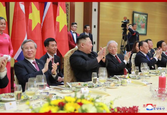 Tiệc chiêu đãi Chủ tịch Kim Jong-un tại Hà Nội qua ống kính phóng viên Triều Tiên - Ảnh 13.