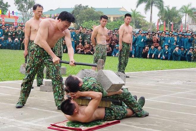Đại đội Trinh sát 20 và đặc nhiệm Biên phòng đua tài võ nghệ, khí công - Ảnh 2.