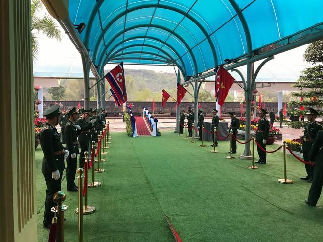 An ninh siết chặt, xe bọc thép sẵn sàng, ga Đồng Đăng chuẩn bị cho lễ tiễn Chủ tịch Kim Jong-un về nước - Ảnh 11.