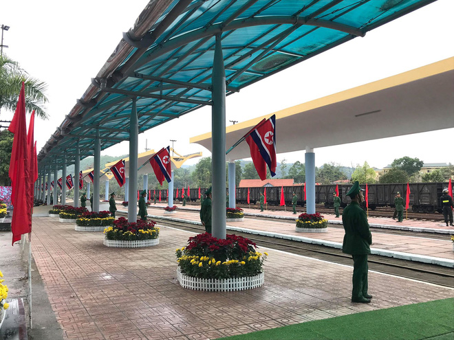 An ninh siết chặt, xe bọc thép sẵn sàng, ga Đồng Đăng chuẩn bị cho lễ tiễn Chủ tịch Kim Jong-un về nước - Ảnh 13.