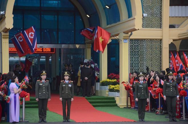 An ninh siết chặt, xe bọc thép sẵn sàng, ga Đồng Đăng chuẩn bị cho lễ tiễn Chủ tịch Kim Jong-un về nước - Ảnh 2.