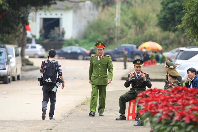 An ninh siết chặt, xe bọc thép sẵn sàng, ga Đồng Đăng chuẩn bị cho lễ tiễn Chủ tịch Kim Jong-un về nước - Ảnh 7.