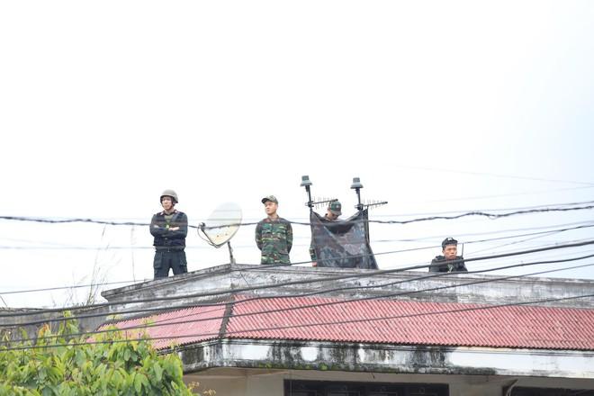 An ninh siết chặt, xe bọc thép sẵn sàng, ga Đồng Đăng chuẩn bị cho lễ tiễn Chủ tịch Kim Jong-un về nước - Ảnh 8.