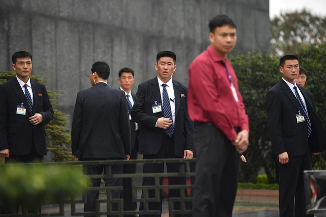 Em gái và đoàn tháp tùng Chủ tịch Kim Jong-un trong lễ viếng Lăng Chủ tịch Hồ Chí Minh - Ảnh 3.