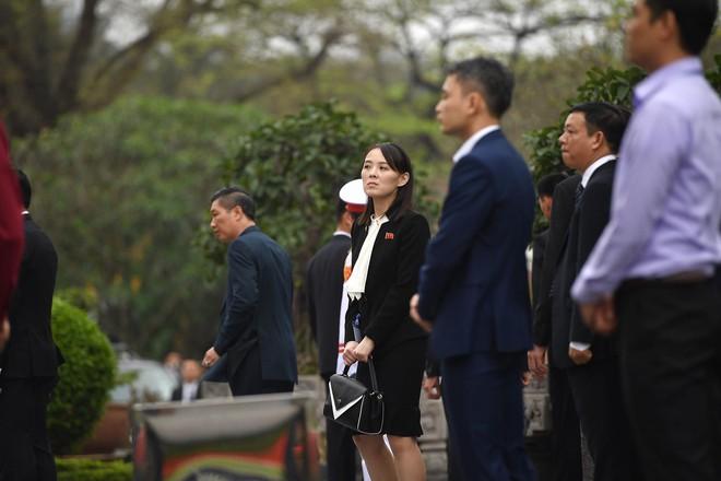 Em gái và đoàn tháp tùng Chủ tịch Kim Jong-un trong lễ viếng Lăng Chủ tịch Hồ Chí Minh - Ảnh 7.