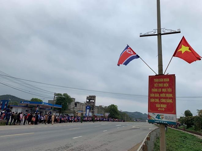 An ninh siết chặt, xe bọc thép sẵn sàng, ga Đồng Đăng chuẩn bị cho lễ tiễn Chủ tịch Kim Jong-un về nước - Ảnh 26.