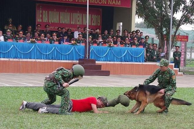 Đại đội Trinh sát 20 và đặc nhiệm Biên phòng đua tài võ nghệ, khí công - Ảnh 12.