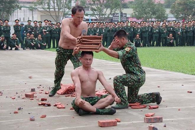 Đại đội Trinh sát 20 và đặc nhiệm Biên phòng đua tài võ nghệ, khí công - Ảnh 4.